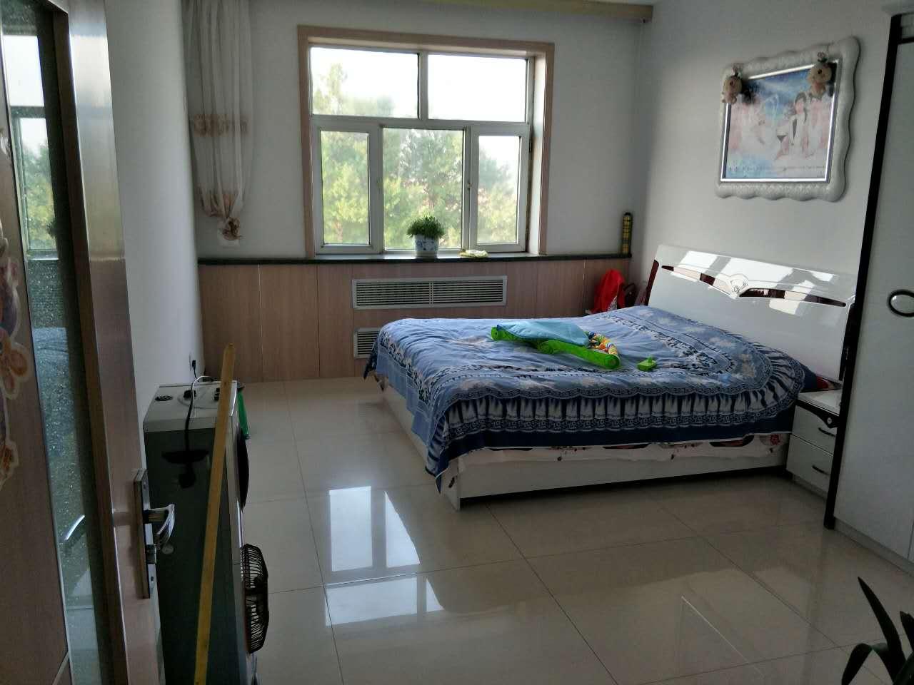左云范家寺小区三室一厅带全新家具便宜出售